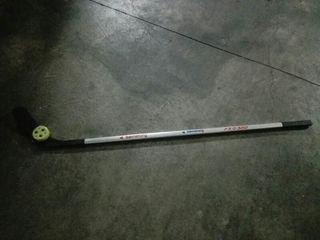 stick de hockey y pastilla