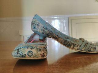 Zapatos azul cielo con flores Axel & Rose 36