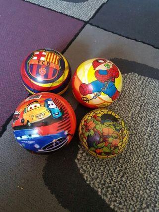 vendo cuatro pelotas dos euros cada una