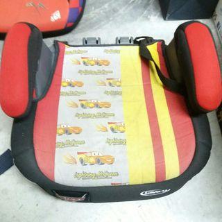 Alzador infantil para coche con reposa vasos