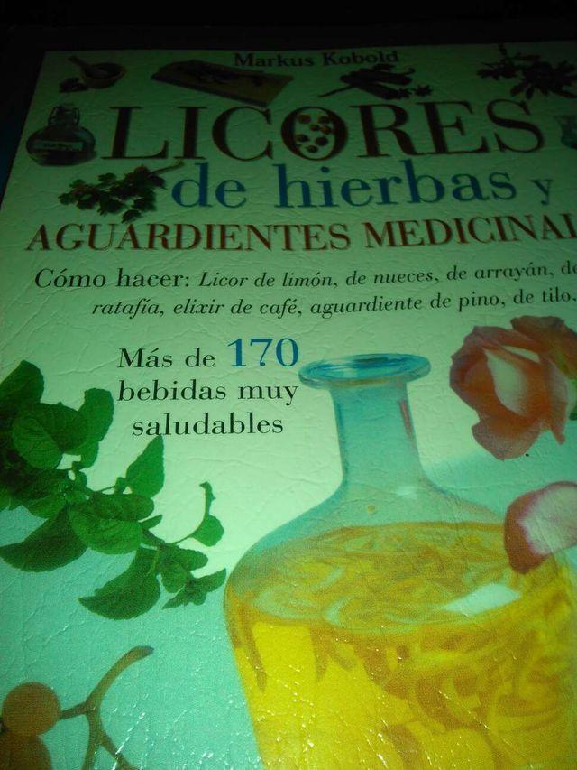 Libro licores de hierbas y aguardientes Meficinales