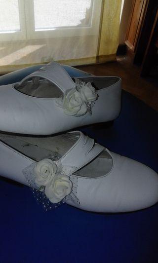 Zapatos de niña blancos T-31