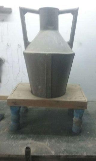 Cántaro de leche antigua con base.