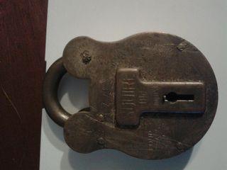 candado antiguo sin llave