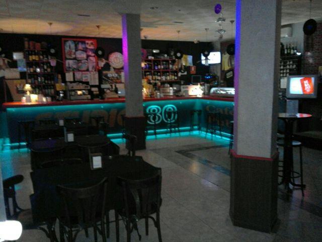 cafe pub karaoke