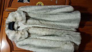 abrigo de vestir tonos beige y gris