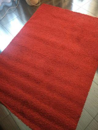 Alfombra roja de pelo largo de Ikea
