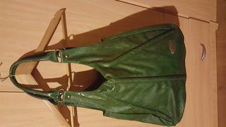 Bolso verde.