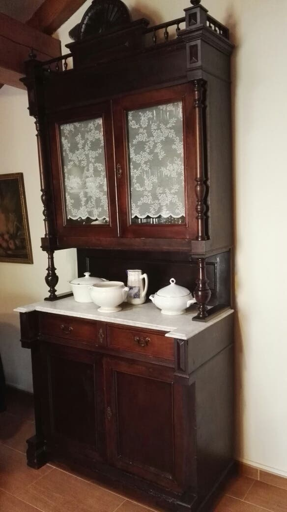 Alacena aparador vitrina antiguo