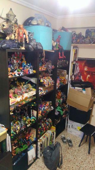 lote juguetes.70,80,90.de más de 2500 artículos.