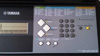 Teclado Yamaha psr E233.