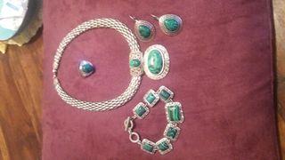 collar, pendientes y anillo