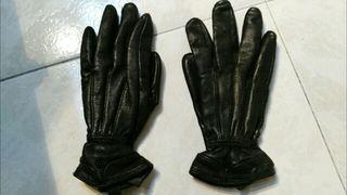 Guantes de piel negros