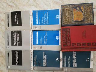 Libros de historia y derecho.