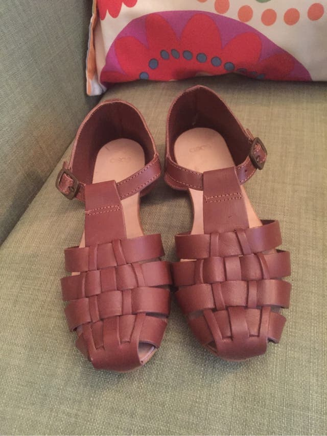 e94ad3be0 Cangrejeras sandalias piel de segunda mano por 20 € en Cádiz en WALLAPOP