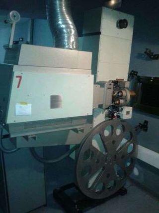 Proyector de cine Kinoton 35mm