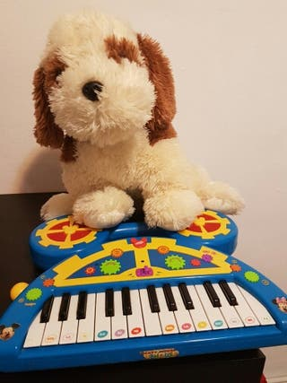 peluche y piano de miki maus