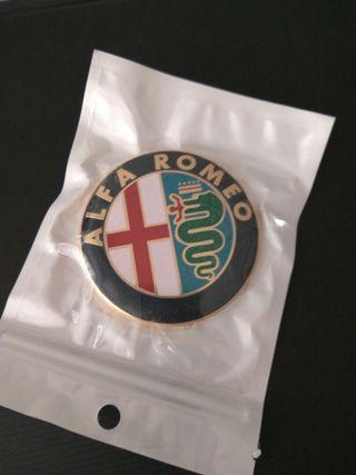 Insignia Alfa Romeo capo emblema