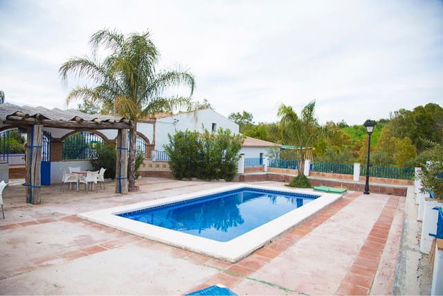 OFERTA Casa Rural ,12 plazas ,en pleno campo. (Zalea, Málaga)