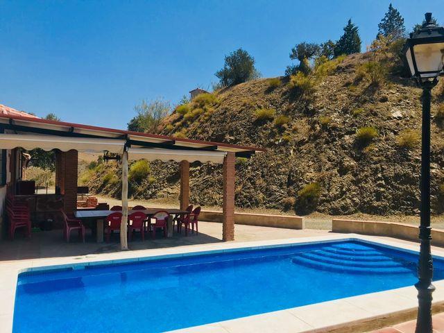 Casa rural cerca de malaga, 17 plazas. Pleno campo. (Zalea, Málaga)