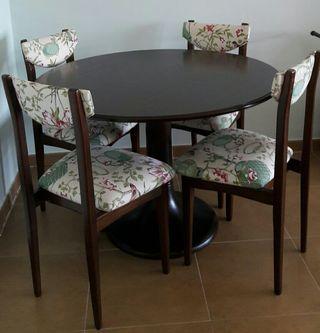 Mesa y sillas de comedor vintage