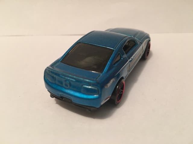 Coche Hot Wheels 2010 Ford Mustang GT