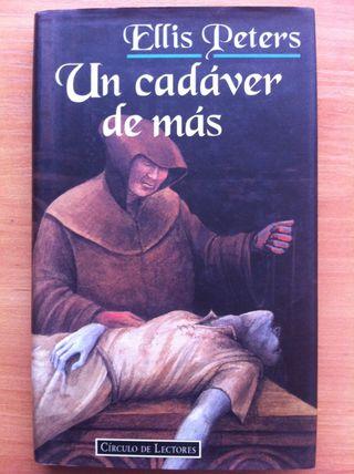 Libro Un Cadaver De Mas