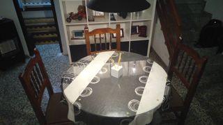 Mesa redonda madera comedor + 4 sillas a conjunto.