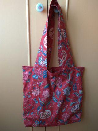 Bolso de tela hecho a mano por mi madre.