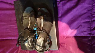 Sandalias nuevas preciosas de marca de piel