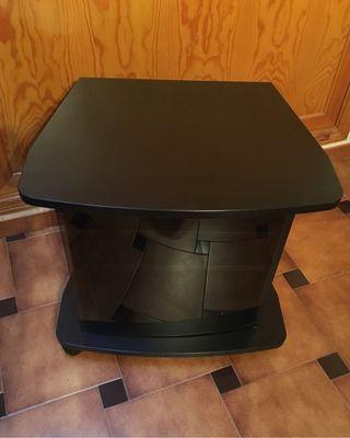 Mesa TV con ruedas