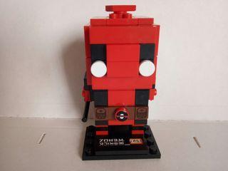 Deadpool. Tengo otros. Brick Headz