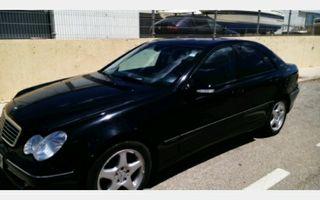 Mercedes 270 color negro
