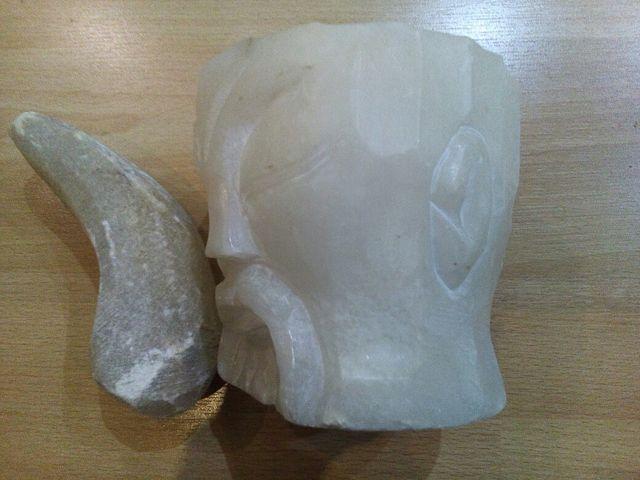 antiguo mortero en mármol