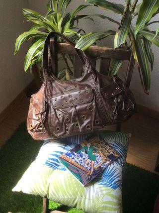 Bolso marrón y tachuelas de Eferri Nuevo!