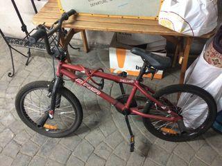 Bicicleta BMX BTwin