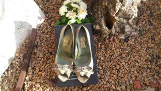 zapatos de vestir procedentes de una liquidación