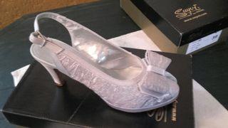 zapato gris plata