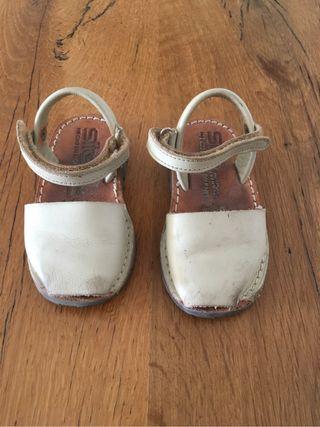 Sandalias menorquinas bebe color beige