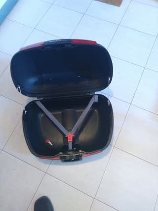 Baúl moto 2 cascos