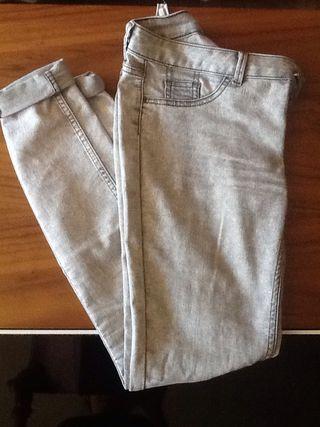 Pantalones Grises Vaqueros