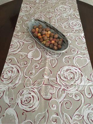 Mantel o camino de mesa italiano. Nuevo y precioso