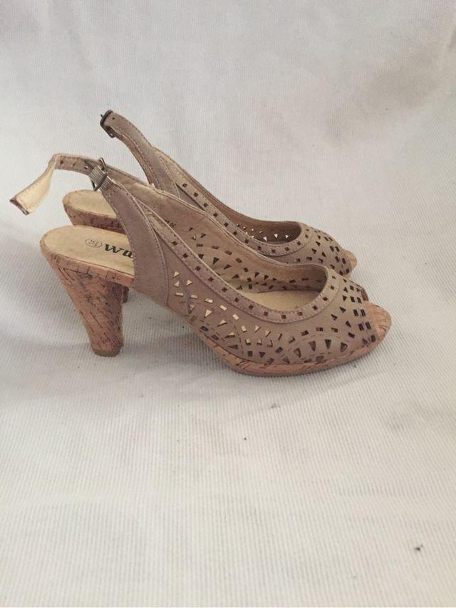 comprar baratas 513d0 cde2f Zapatos mujer tacon talla 35 de segunda mano por 5 € en ...
