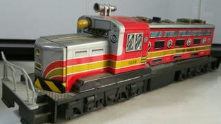 Antigua locomotora de hojalata