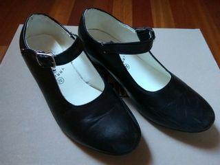 Zapatos de flamenca. Marca Yoremy. Número 32