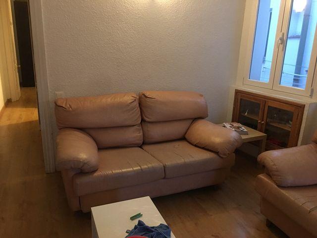 Sofas piel 3 y 2 plazas, y mesa