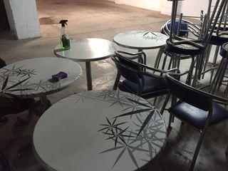 Mesas y sillas de cafeteria
