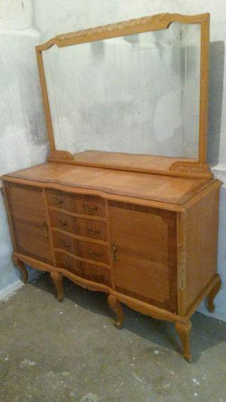Aparador isabelino (mueble grande).