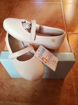 zapatos de niña nuevos