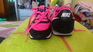 Deportivas mujer Nike negras/fusia 36